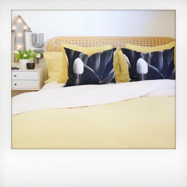 Tulip Pillow 2